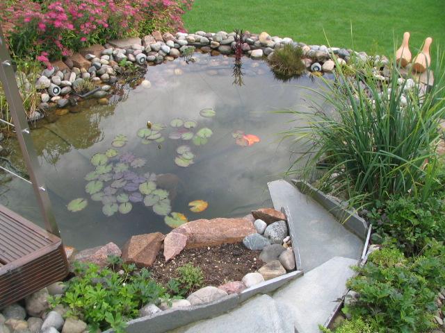 Gestaltungsideen neubau gartenanlage tipps natursteinblog for Gartenteich gestaltungsideen
