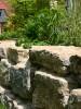 Zugsteine sind eine günstige Alternative für eine schöne Natursteinmauer