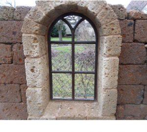 Tuff Mauer Fensterbogen