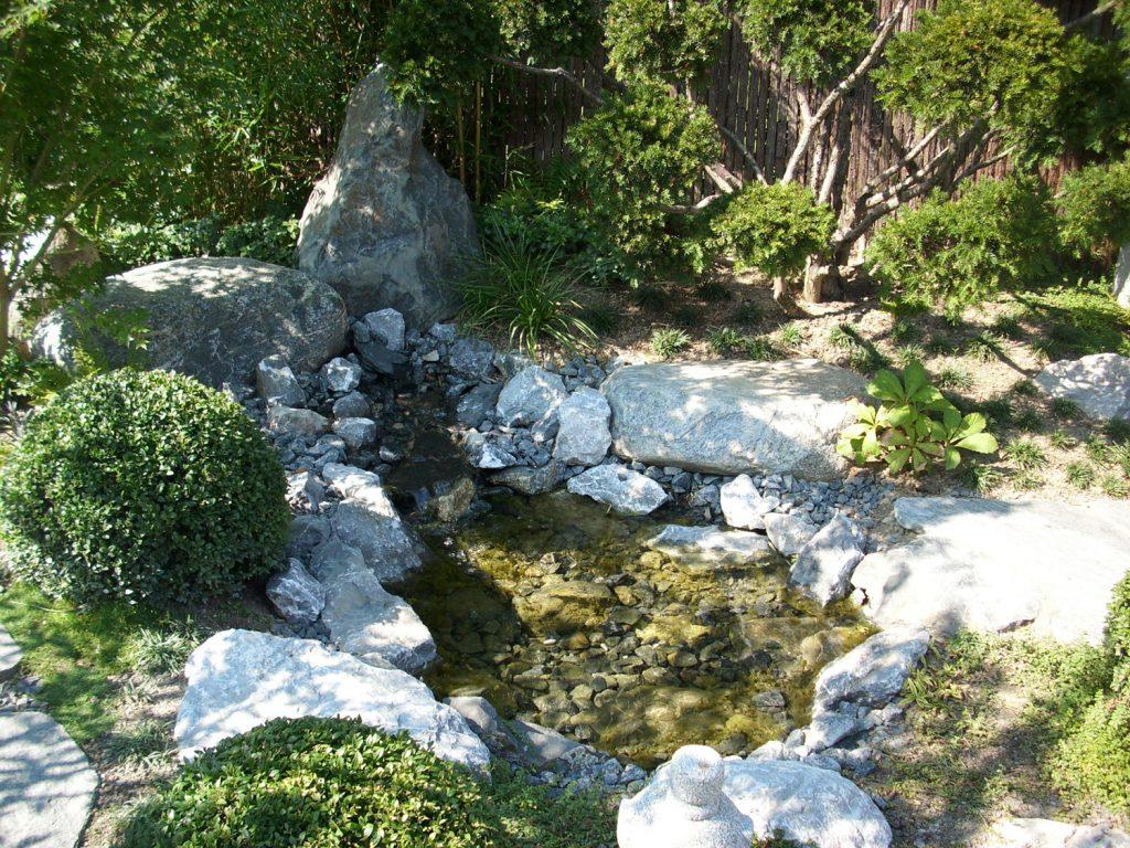 Teich mit Wasserbausteinen